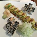 sushi roll Anguila y Salmon Spice
