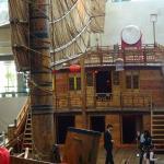 """Ein Holzboot, """"Fu-Dschunke"""" (da aus Fujian) genannt. Man darf das Deck betreten"""