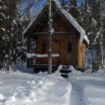 Cabin by the Creek acommodates two guests