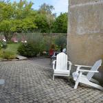 L'entrée de la propriété et son jardin à disposition de 1000m2
