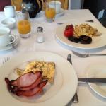 Breakfast @ Manakau Lodge