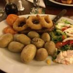 Foto de Barnes Wallis Inn Rustic Kitchen