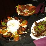 Falafels, aubergines grilées, foies de volailles