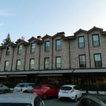 El aparcamiento y el hotel