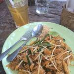 Pad Thai with chicken and ice tea