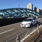 秋の好日、隅田川にかかる橋