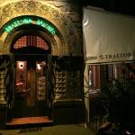 Der Eingang zum Restaurant Salento in einem schönen Altbau in Köln Neu-Ehrenfeld