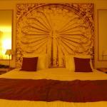 Chambre Privilège : le lit et sa déco.