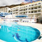Billede af hotellet og pool området