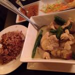 Brown rice and green chicken curry