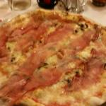 Pizza funghi freschi, taleggio e speck