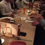 Das gemeinsame Geschäst-Team-Dinner ist im vollen Gange