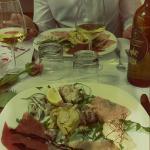 Misticanza di mare Fiore di gamberi in salsa di radicchio Mousse di branzino Tris di carpacci