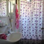 baño con bañera de hidromasajes