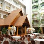 Foto de Dhevaraj Hotel