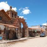 Iglesia y casas del pueblo de Tiahuanaco