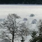 すべて凍った湖の上です