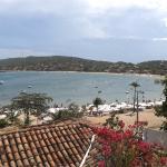 A praia vista do alto