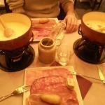 La fondue Suisse et la fondue Alpes
