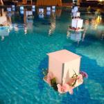 Decoracao de casamento na area da piscina