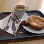 Bolo Basco and black coffee