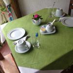 Mesa de café muito bem preparada