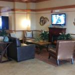 Lobby Enjoy sitting in front of the fireplace watching TV