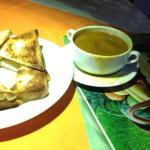 """Пролитый суп, горелые гренки и """"супер"""" дизайн стола за 660 рупий."""