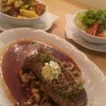 Steak mit Pilzen u. Kräuterbutter