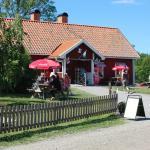 Fiskarfruns Cafe´. Längst ut på S:V Ängsö ligger Fiskarfruns Cafe´ ,Gårdsbutik,Fiskrökeri.