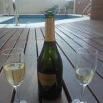 champagne en la pileta