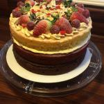 Red velvet, Victoria and chocolate cake, all rolled into one! Marmamazing !