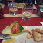 Calamari e carne di maiale con patatine