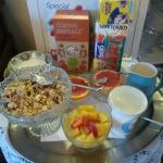 Breakfast cereals and fruit
