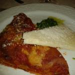 Lasagna con triangolo di pecorino e pesto di rucola