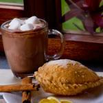 Chocolate Mágico con Empanada de Mejido