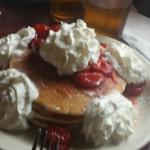 Strawberry wipcream pancakes....