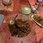 Magret de canard au miel et pain d'épice, avec julienne de légumes et riz