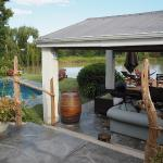 Versatility: here by the swimming-pool, one can enjoy either a braai or (if it is raining) a bar
