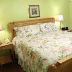 Bed in Summer Breeze Suite, Garden Gate Get-A-Way B&B