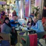 Família reunida em Garbo Ristorante - Madrid