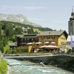 """Das Romantik Hotel """"Die Krone von Lech"""" im Sommer"""
