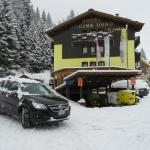 Отель Cime d'Oro, парковка для автомобилей.