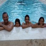 Mi Familia Feliz en la Piscina