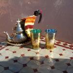 Le thé, parfait pour relaxer sur la terrasse!