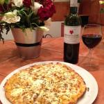 What better than a delicious glass of wine & garlic pizza