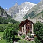 prato alpino ai piedi del Monte Bianco
