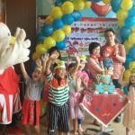 Chaki (maskot KFC) turut merayakan ulang tahun anak di KFC