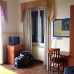 Bancada, armário e janelas