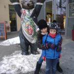 Maider and Jon in front of the welcoming bear